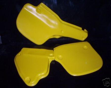 PLAQUES LATERALES YAMAHA YZ 125 1982